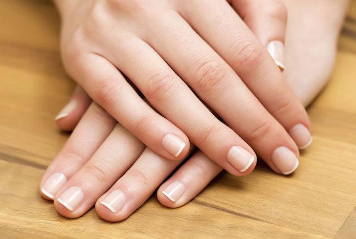Sposób na rozdwajające i łamliwe paznokcie - manicure japoński