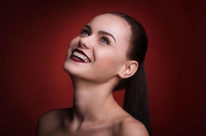 Makijaż wieczorowy – subtelny czy z pazurem?