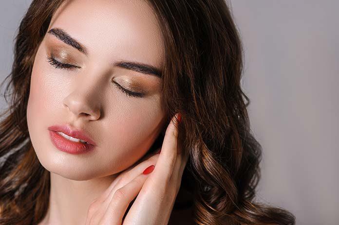 Trwały makijaż na specjalną okazję – krok po kroku